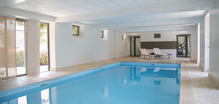 Rent rooms B&B with upscale services, indoor heated swimming pool ...